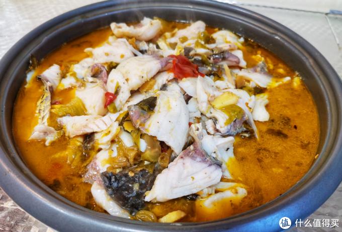 柠檬酸菜鱼——鱼肉爽滑鲜嫩,酸中带辣,酸菜酸劲十足,口感爽脆