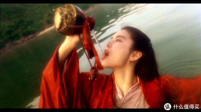 青霞喝酒就是本片中传出来的,网上动图有很多,我就不做动图了