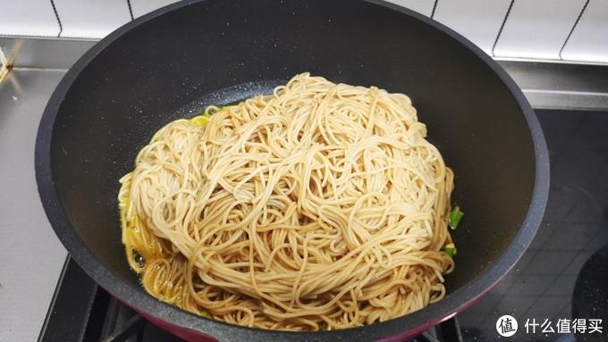 炒面这样做,根根分明不粘锅,颜色诱人有食欲,分分钟就能吃光光