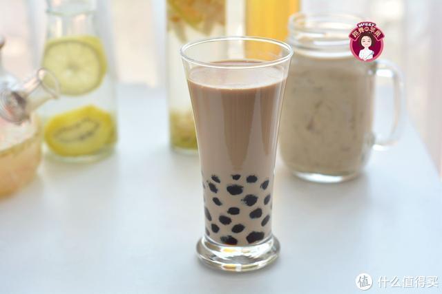 这道牛奶饮品真霸气,黑红的珍珠好Q弹,多一步降低热量放心喝