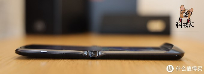 moto razr刀锋5G手机评测:颠覆性技术创新,完美对折