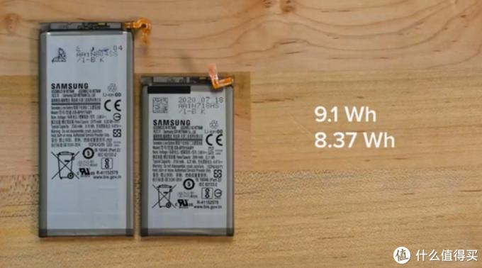 三星Galaxy Z Fold2 5G可折叠手机被拆解,相对比较容易,改进铰链和导热