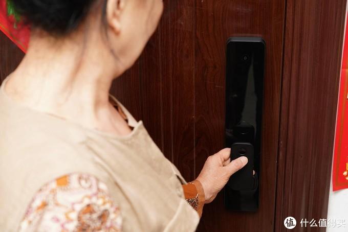 给爸妈的关爱,省力省心的智能门锁---米家全自动指纹锁
