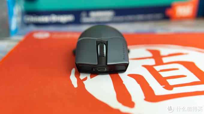 配置出众,手感舒适:机械师 M8 魔鬼鱼双模游戏鼠标使用体验