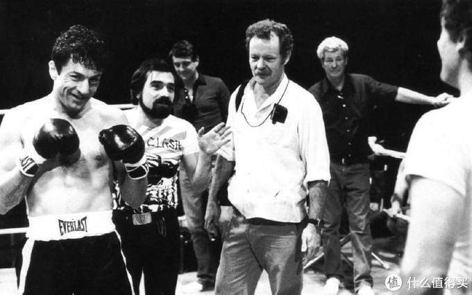 老牌摄影师迈克尔·查普曼近日离世,享年84岁。曾拍摄《教父》《大白鲨》《愤怒的公牛》和迈克尔·杰克逊MV《Bad》