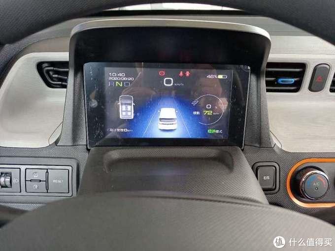 五菱宏光Mini EV:用价格打败老头乐,要驾照不敌老头乐