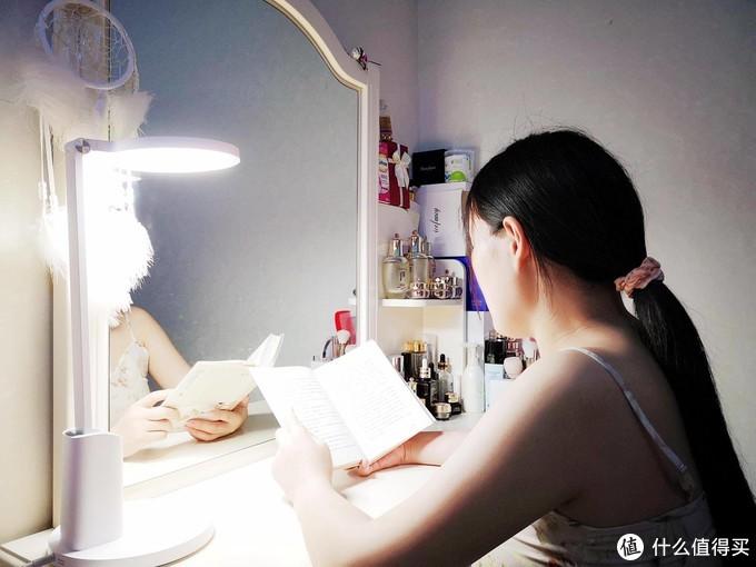 华为智选 智能护眼台灯2代 开启健康温馨舒适光,学习阅读如沐日光
