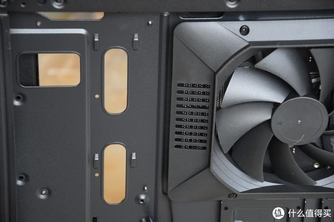第一次用这种,新型散热结构的机箱,在主板位置添加PWM风扇