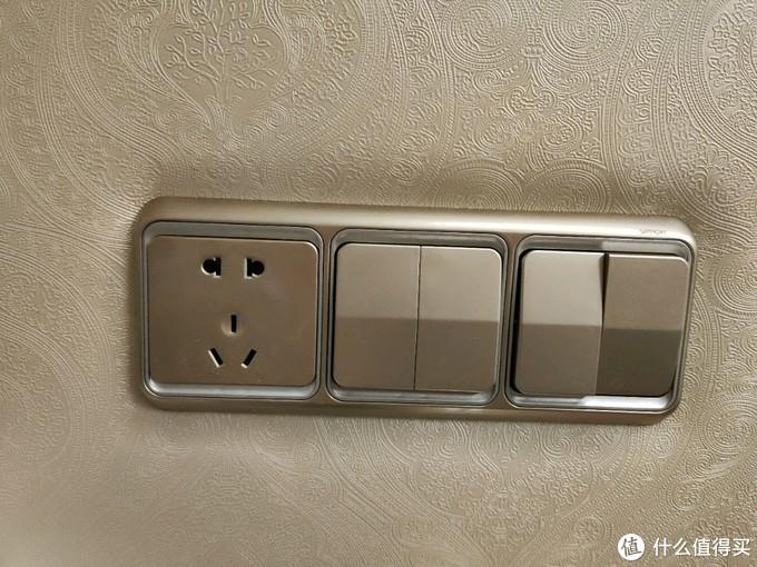 蜡笔的卫生间和插座改造笔记~如何用低至5元的免打孔收纳架、免钉胶、伸缩镜、转换插头来改变生活