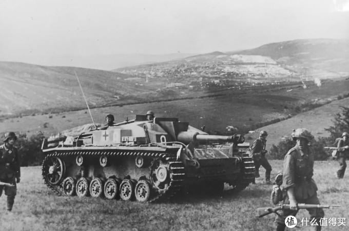 伴随德军步兵进攻的三号突击炮F型