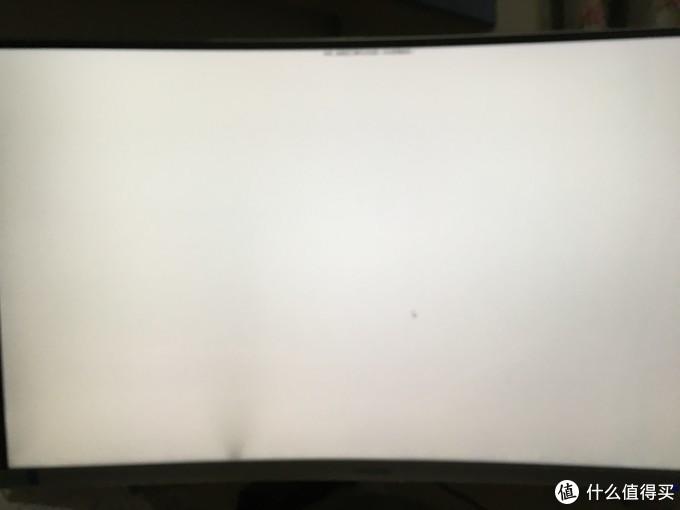 显示器下方偏左有阴影