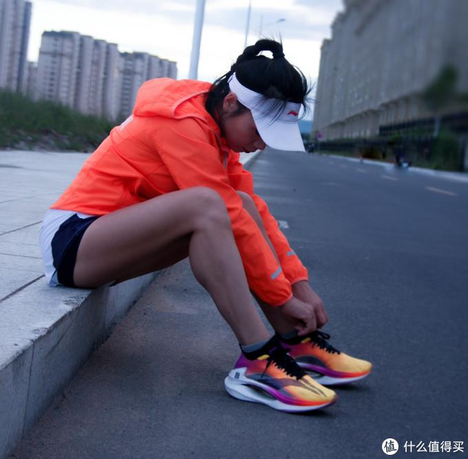 百公时深度评测,千元的李宁绝影跑鞋值不值