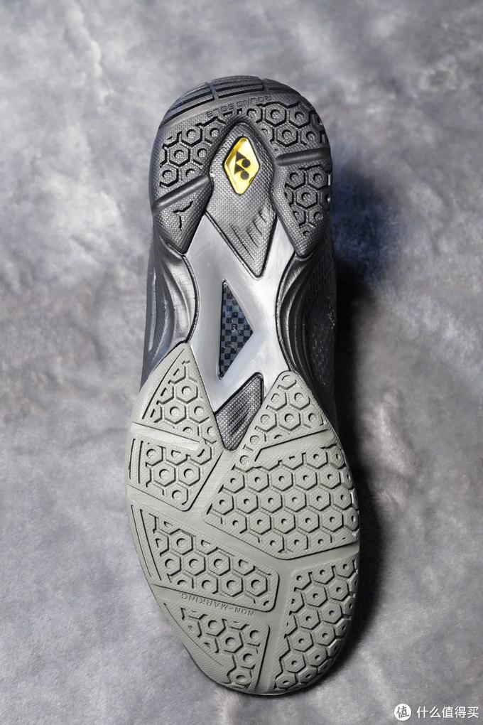 鞋底的黄色动力缓冲垫,洋名power cushion aerus