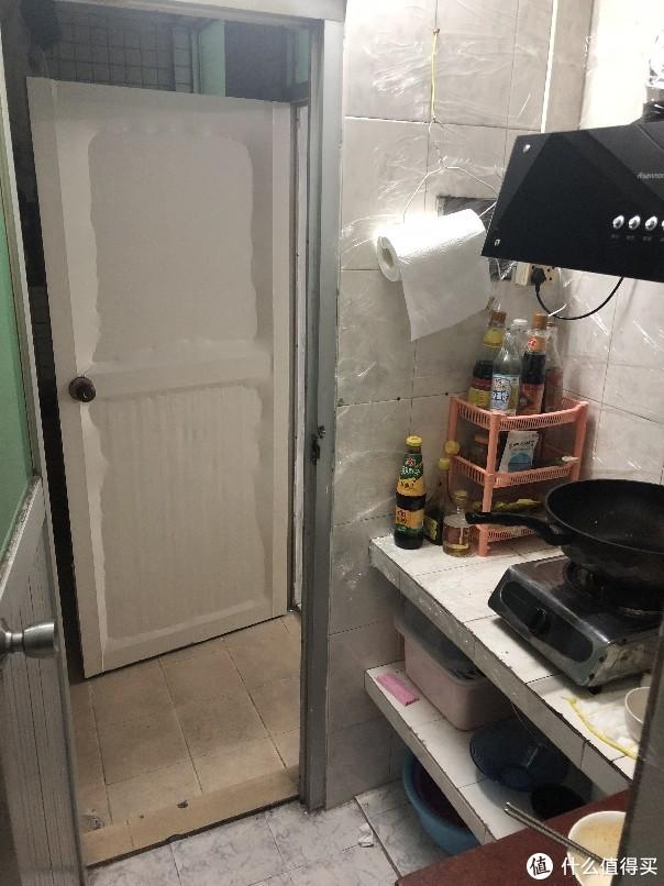 厨房墙上贴的保鲜膜