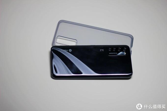舒服了!全球首款量产屏下摄像手机 - 中兴天机Axon 20 5G手机抢先上手