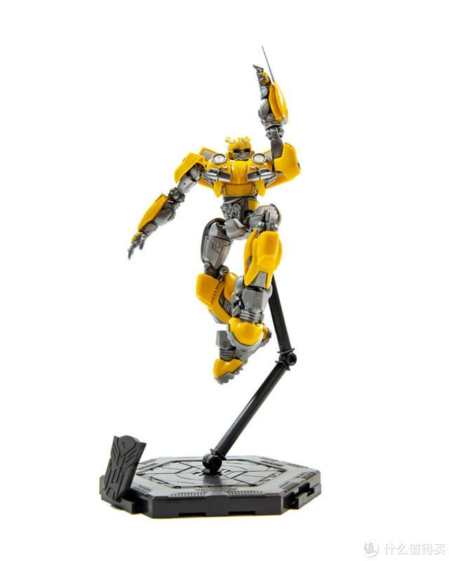 小巧高可动,免胶免涂装:小号手拼装大黄蜂