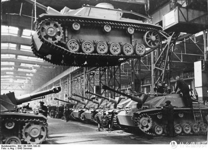 阿尔凯特第一工厂生产三号突击炮G型的场景,1943年夏