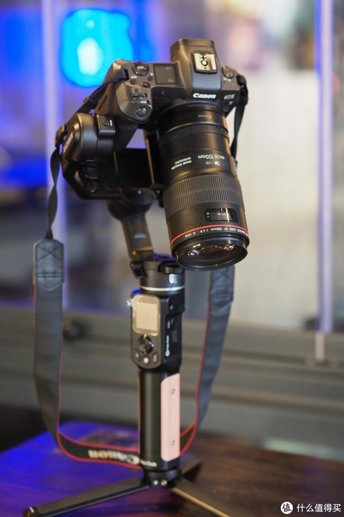 999元的小身材大能量:飞宇AK2000C 专业微单稳定器评测