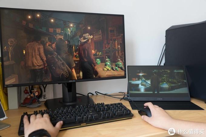 轻松享受大屏的快乐,体验C-FORCE15.6英寸便携式显示屏