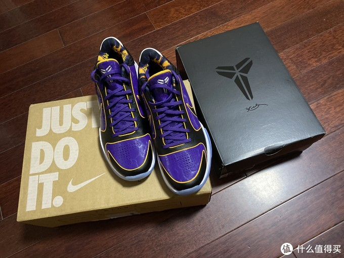 湖人配色经典的Nike Zoom Kobe V Protro 5