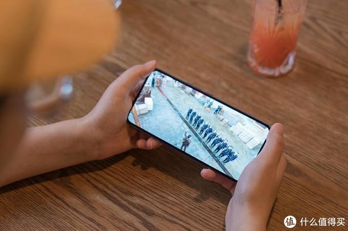 「全球首款」屏下摄像中兴天机Axon 20 5G,到底值得购买吗?