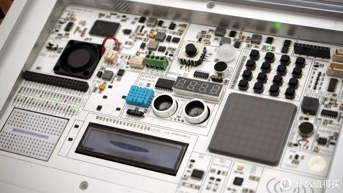 藏着私人STEAM科学实验室的笔记本电脑——壳乐派,教孩子编程入门不再无聊!