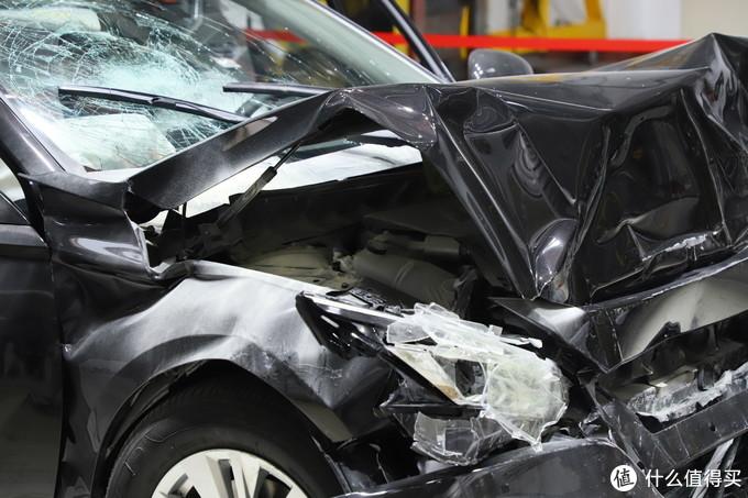 柿柿车|天籁C-NCAP正面100%碰撞后涌出大量呛人白烟