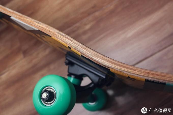 大人小孩都能玩的柒小佰双翘滑板