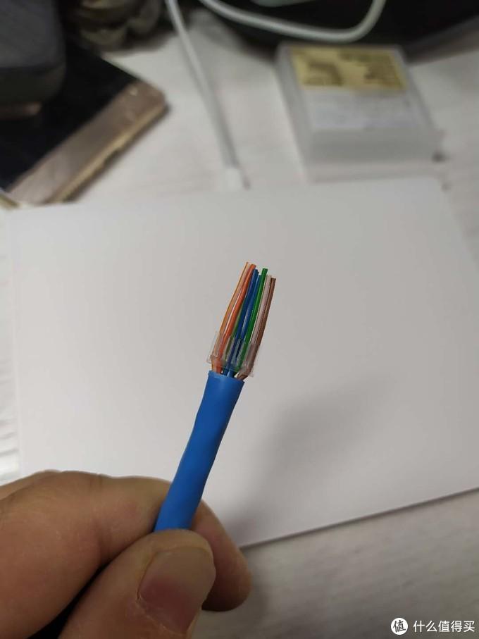 套上两件式水晶头的导线架
