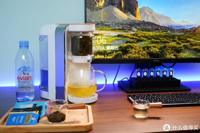 我的桌面一机多用迷你水吧-鸣盏即热茶饮机使用场景展示