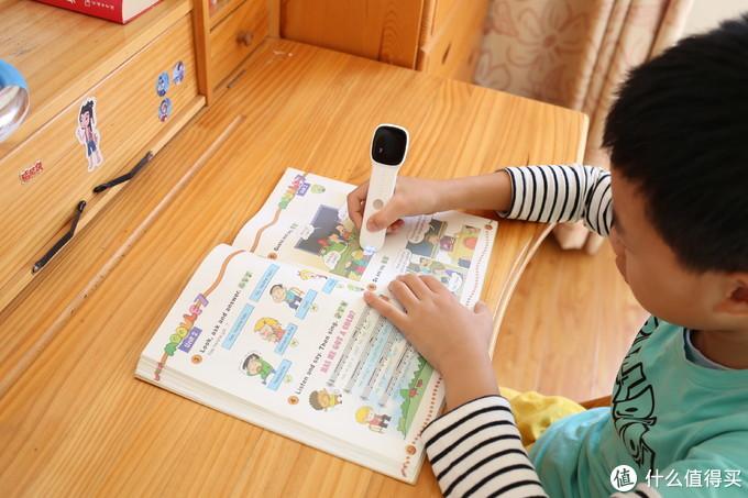 孩子的免费老师,阿尔法蛋词典笔解决家长后顾之忧