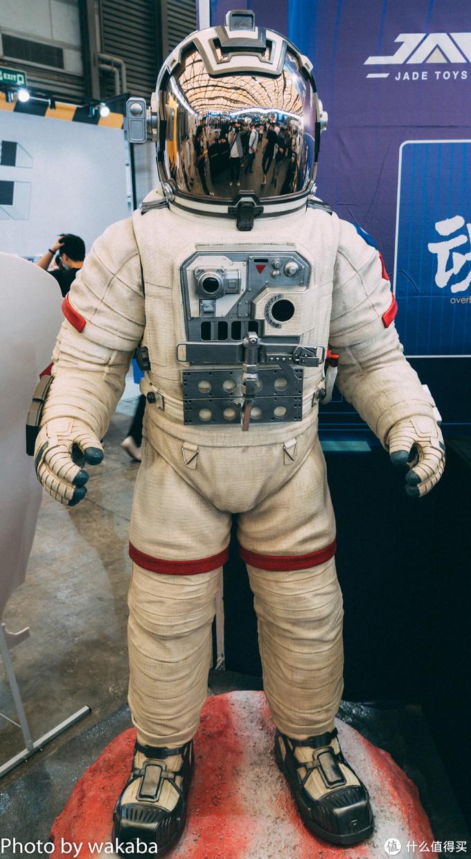 记得上次展会有过这样的宇航员模型,没想到这次就有等比例的完成品,了不起