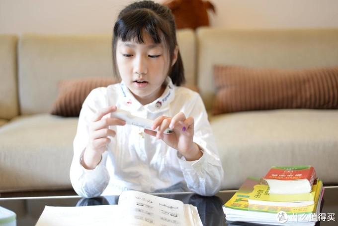 哪里不会扫哪里!妈妈再也不用担心我的学习了——阿尔法蛋词典笔Q3评测