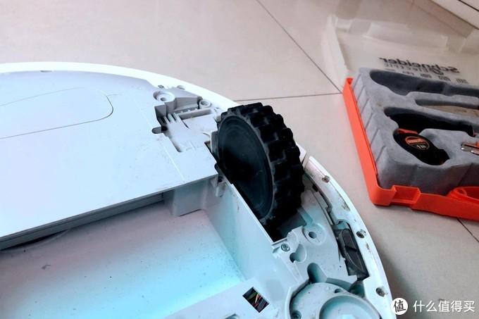 一坨狗屎引发的拆机,原来扫地机深度清理也简单