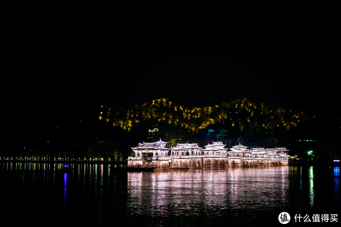 ▲相比付门票去走一圈,广济桥远远的夜景更美