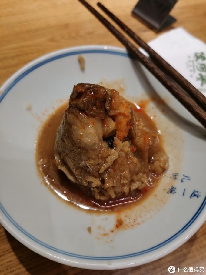 福建粽子相比浙江粽子有很大的区别,我妈更喜欢干贝陷的。总结是福建粽子很好吃!