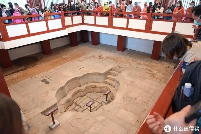华清宫就是杨贵妃跟唐玄宗的几个澡堂子修起来的,听讲解员怎么吹都不好看的,应该是最菜的一批5A风景区了