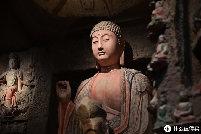 参观陕西历史博物馆,不愧是国家级博物馆,国宝级文物超级多,牛角玛瑙杯,鎏金酒壶,世界唯二的虎符,陀螺仪原理的香囊,秦代的铜器,唐代的瓷器,如果不是国庆期间人太多了,感觉讲解员可以将一整天不带停的,不仅感叹西安作为千年古城的文化积淀,但是前面玩的太累了,当天博物馆的人有特别多,好多文物都没有细看就走了,还是很遗憾。
