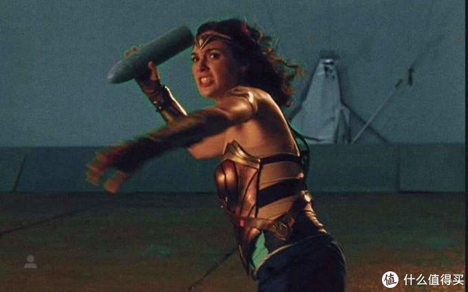 孕期拍戏真女侠!《正义联盟》幕后照曝光盖尔·加朵带孕出征,五个月大又去补拍《神奇女侠》,如此敬业属实不易