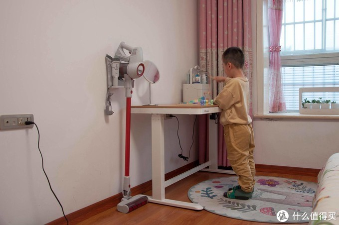 乐歌E5M智能升降桌:原木胡桃双色可选,1.2米可供全家使用