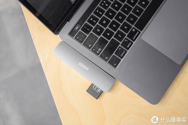为了Macbook,我买了Anker扩展坞,接口不够靠它凑