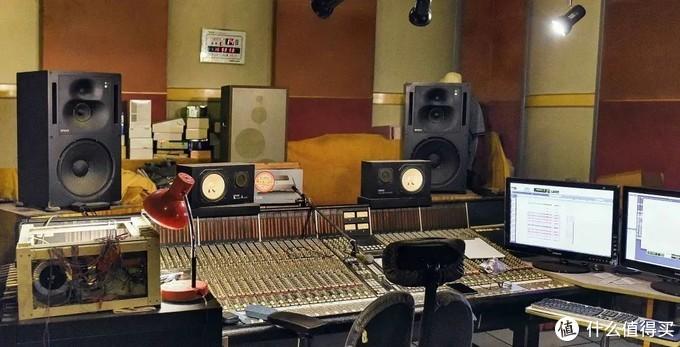 石碑录音棚中使用超过25年的1038A