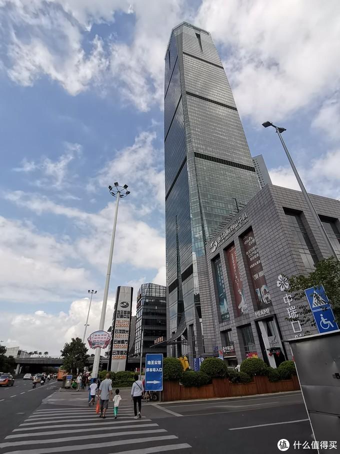 76层的建筑物,我们这次是去楼顶,在楼顶外面是玻璃栈道,有兴趣的也可以去走走