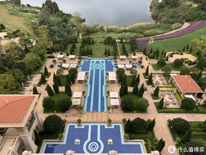 俯视酒店九大网红打卡地——室外泳池