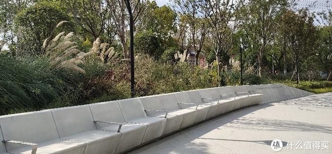 万科青藤花园/由房地产开发商创建的公园长啥样?旧铁道边上的新房产配套园