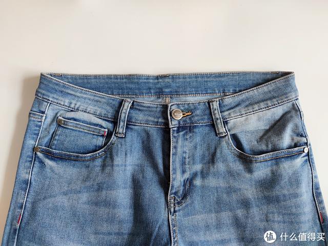 穿过上百条,这条牛仔裤值得推荐,版型不错弹性大,还可以微提臀
