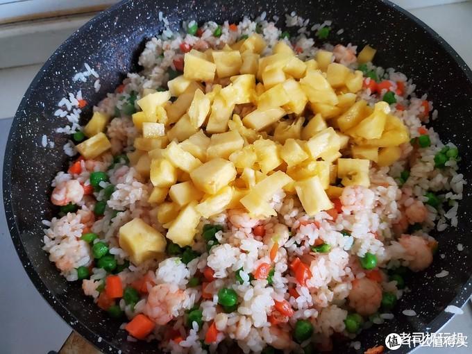 香甜好吃,鲜美可口,自做凤梨虾仁炒饭