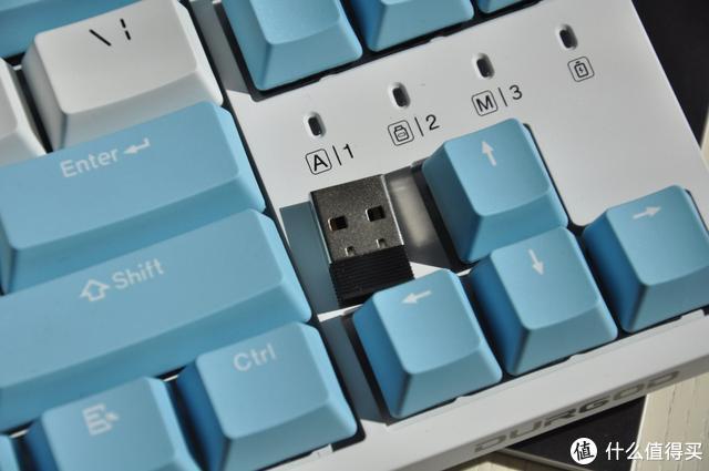 今天聊一聊一把性价比贼高颜值还非常清新的杜伽k320w三模键盘