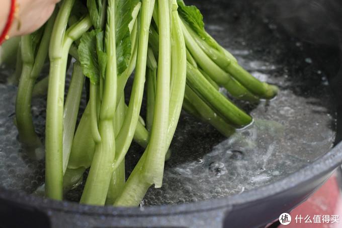 广式家常快手菜肴,色泽翠绿、口感鲜美,五分钟上桌比肉还受欢迎