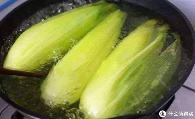 """玉米做给家人吃,多加""""2样""""东西,保证香甜又软糯"""